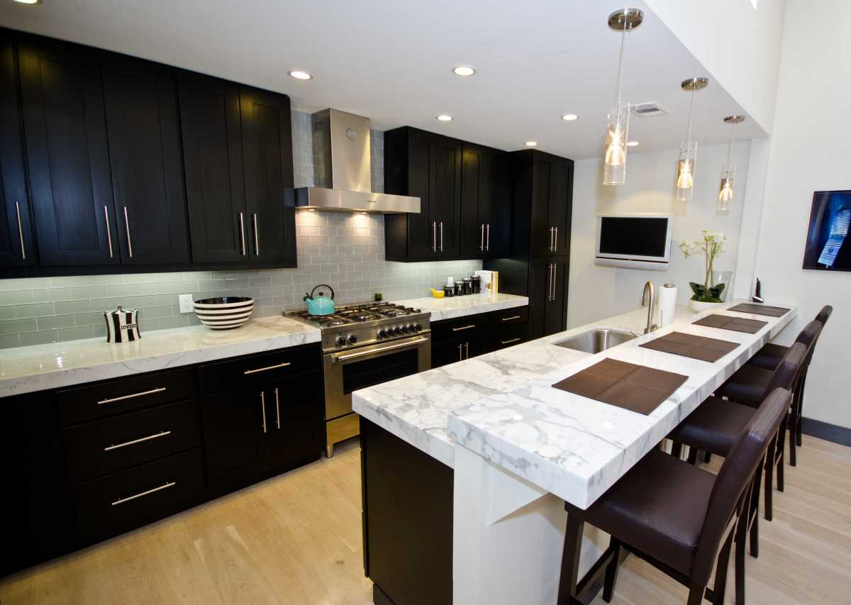 Dark Kitchen Cabinets And Backsplash